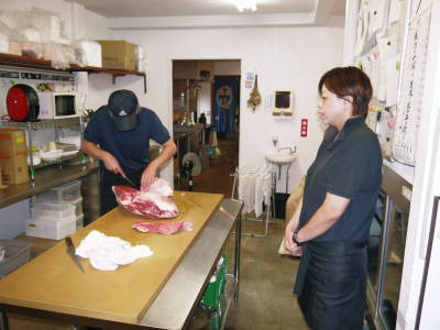 お待たせしました!熊本県産の黒毛和牛を100%のハンバーグステーキ!次回は8月20日(木)に出荷します!_a0254656_18425472.jpg