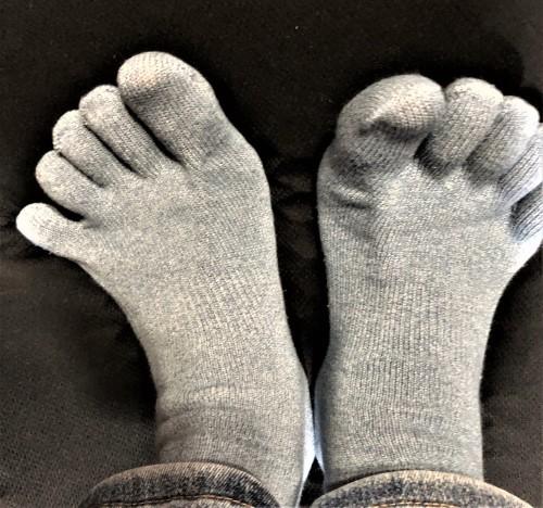 村の女性が勤める靴下屋さんに行くと?_a0346704_20115121.jpg