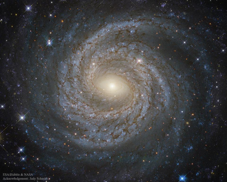 ハッブル宇宙望遠鏡が捉えたわし座の美しい渦巻銀河NGC6814 : 秘密の ...
