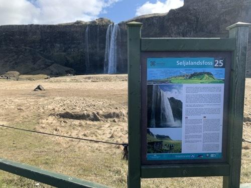 アイスランドの滝(4)南アイスランド、優美な姿で女王と言われるセリャラントスフォス_c0003620_09081435.jpeg