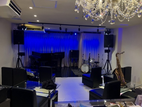 Jazzlive Comin ジャズライブカミン   広島 本日8月19日_b0115606_10250624.jpeg