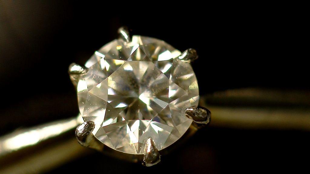 【マイクロスコープの斉藤光学です】ダイヤモンドを撮影しました_c0164695_11524318.jpg
