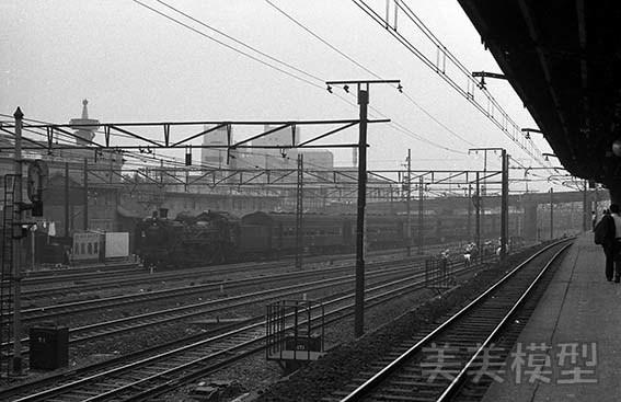 半世紀前のネガシートから 鶯谷駅ホームから_d0110009_15181309.jpg