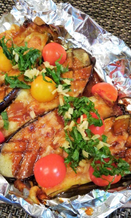 ■菜園料理【茄子のチーズ田楽】トマトを一緒に焼く予定が忘れて 後からトッピング><!_b0033423_14214526.jpg