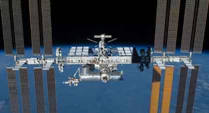 宇宙ステーションの陰影 / 画像_b0003330_1105788.jpg