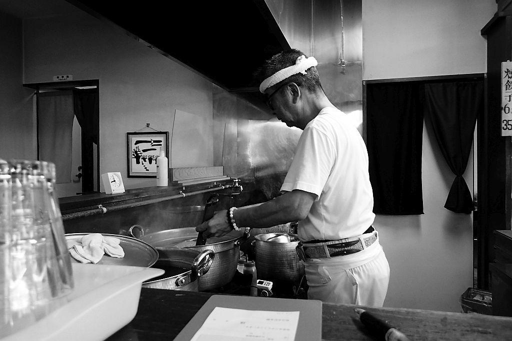 西山「麵屋 みちの」で醤油ラーメン_e0220163_14490362.jpg
