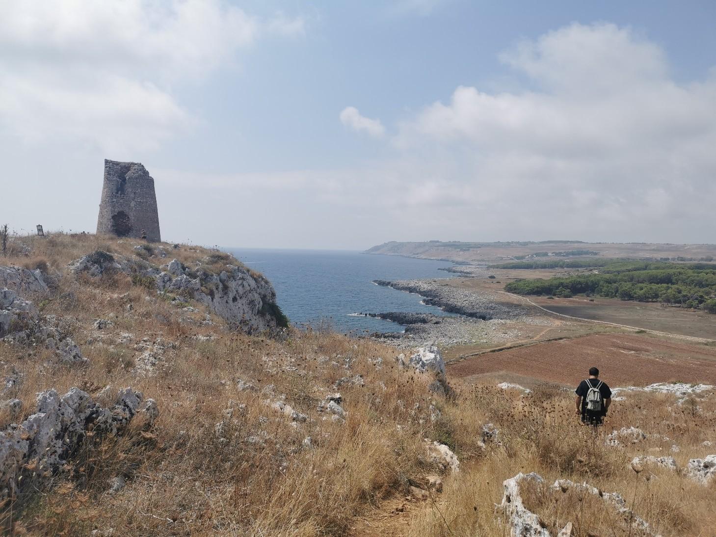 エメラルドグリーンの入り江と丘の上の塔~プーリア滞在記_f0106597_03385229.jpg
