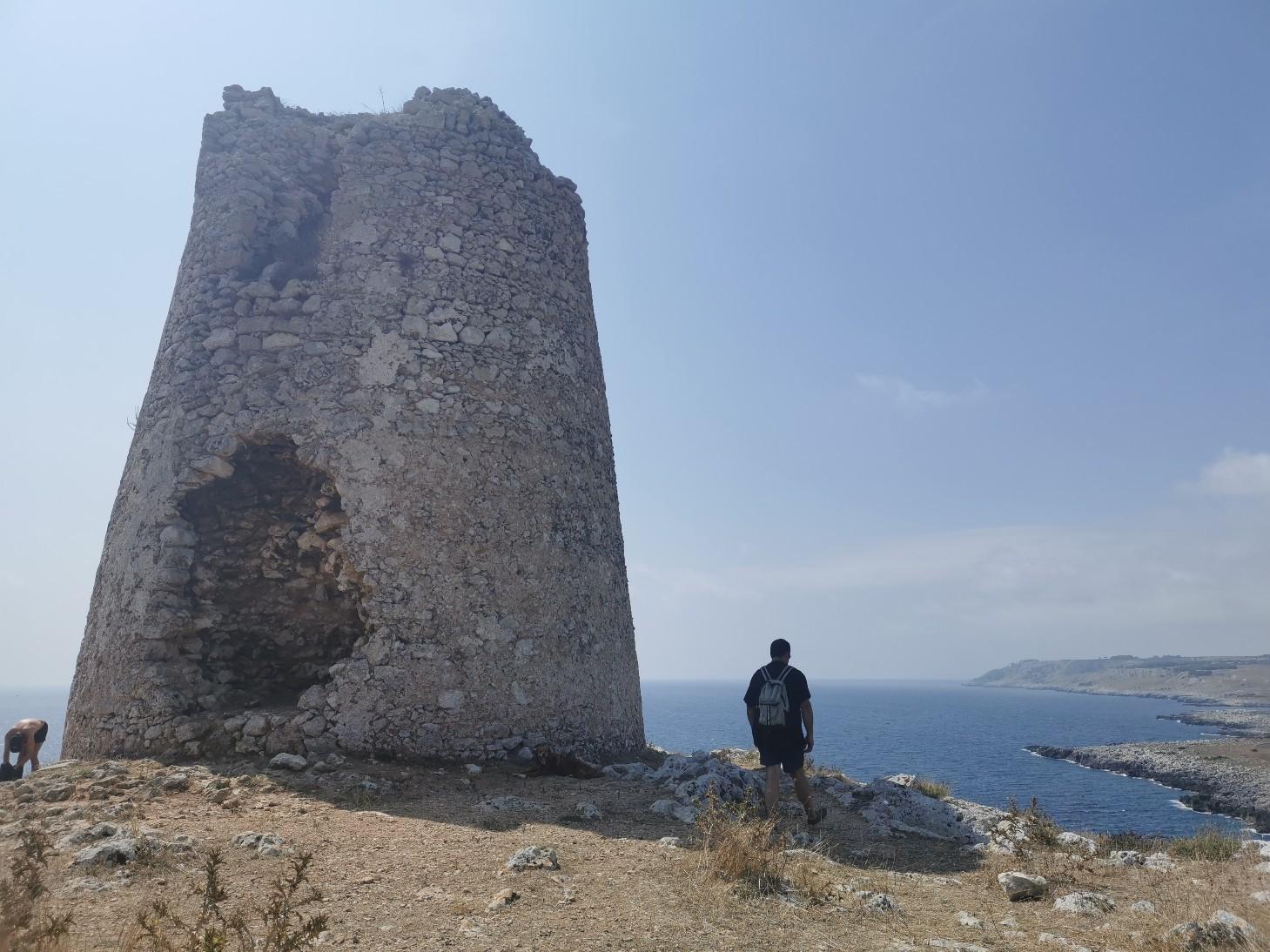 エメラルドグリーンの入り江と丘の上の塔~プーリア滞在記_f0106597_03394764.jpg