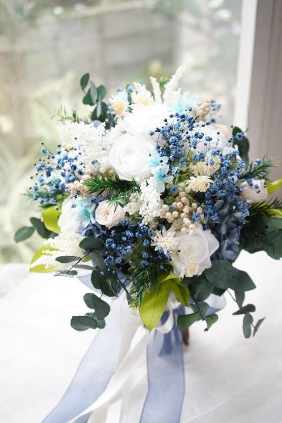 ホワイトブルーのナチュラルクラッチブーケ_a0136507_17383688.jpg