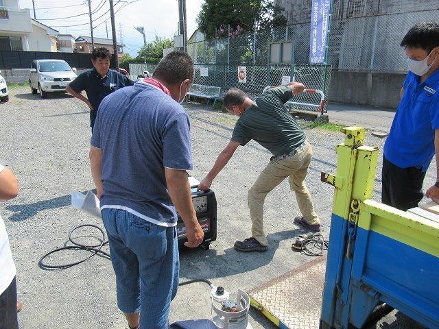 まさに「軒下在庫」 災害に備え駿河台三丁目自主防災会でガス発電機を購入_f0141310_07534284.jpg