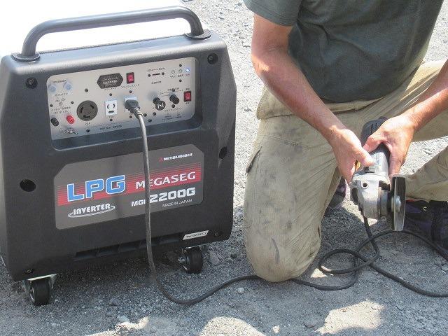 まさに「軒下在庫」 災害に備え駿河台三丁目自主防災会でガス発電機を購入_f0141310_07534911.jpg
