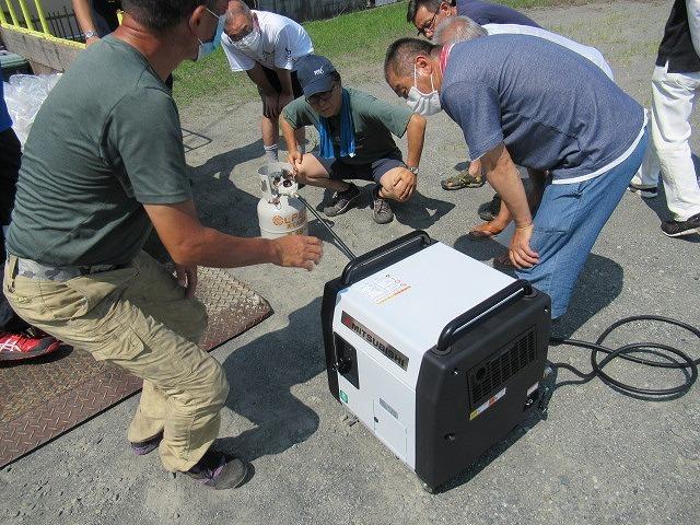 まさに「軒下在庫」 災害に備え駿河台三丁目自主防災会でガス発電機を購入_f0141310_07543449.jpg