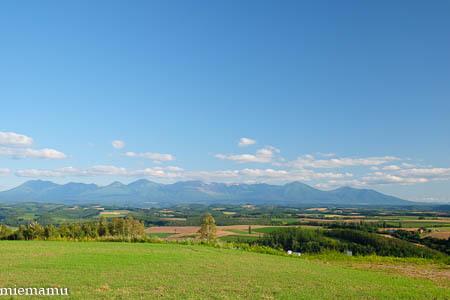 残暑の就実の丘からの十勝岳連峰~8月の就実_d0340565_20091229.jpg