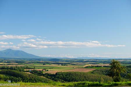 残暑の就実の丘からの十勝岳連峰~8月の就実_d0340565_20091718.jpg