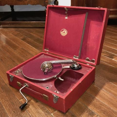 ポータブル蓄音器HMV99が入荷しました_a0047010_17591092.jpg