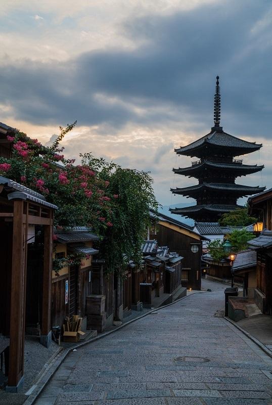 八坂の塔の百日紅と東山界隈_e0363038_11285957.jpg