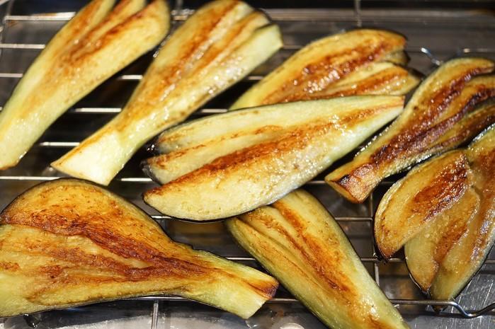 ■菜園料理【野菜寿司の握り・揚げ茄子とピーマンの肉巻き握り】_b0033423_16411623.jpg