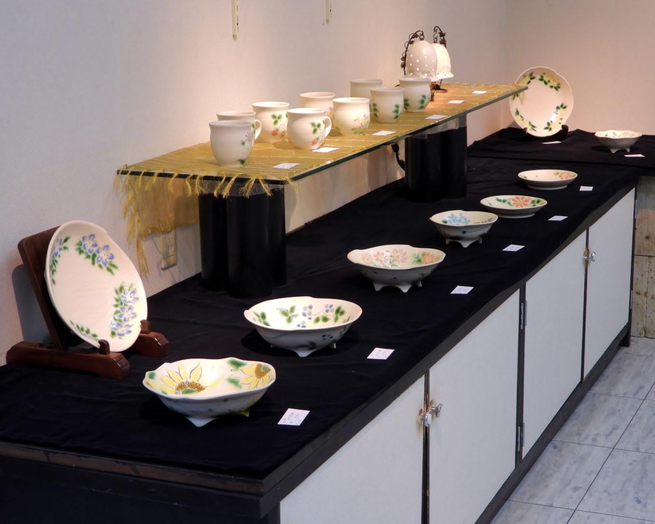 『三戸綾乃作陶展』から_c0305565_17252619.jpg