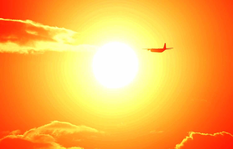 夕日と米軍機_f0173596_11561193.jpg