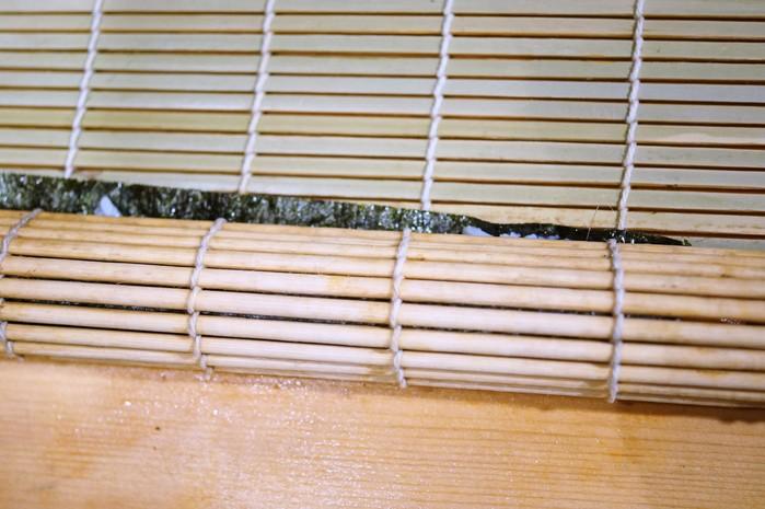 ■簡単な手巻き寿司【梅納豆胡瓜巻き/はみ出しサーモン巻き】_b0033423_12214399.jpg