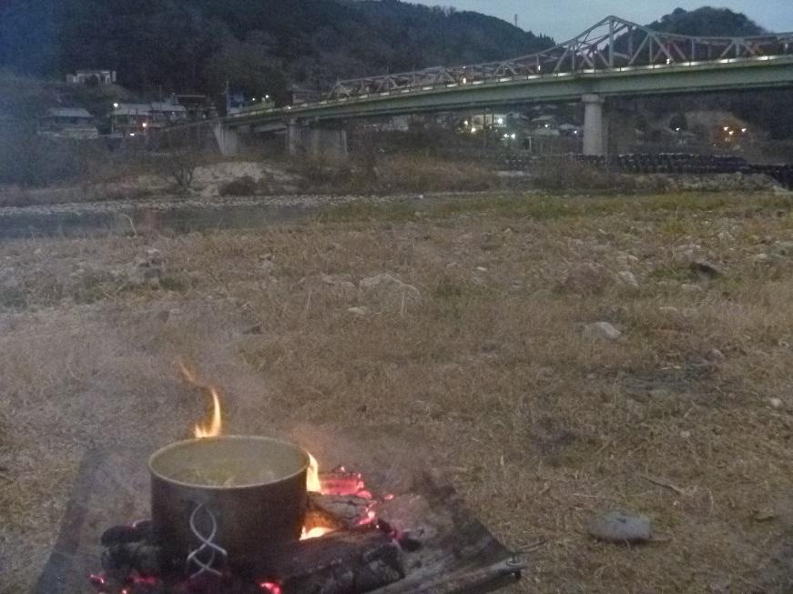 焚き火で豪快トムヤムクンっ、冬の笠置ソロキャンプ!_c0115197_10001130.jpg