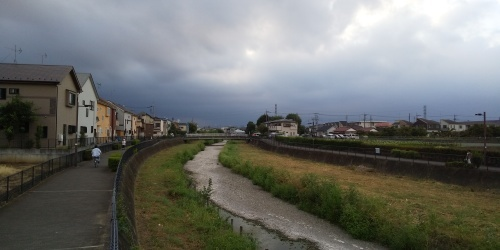 黒い雲も見えだした8月最後の日_b0255217_18024268.jpg