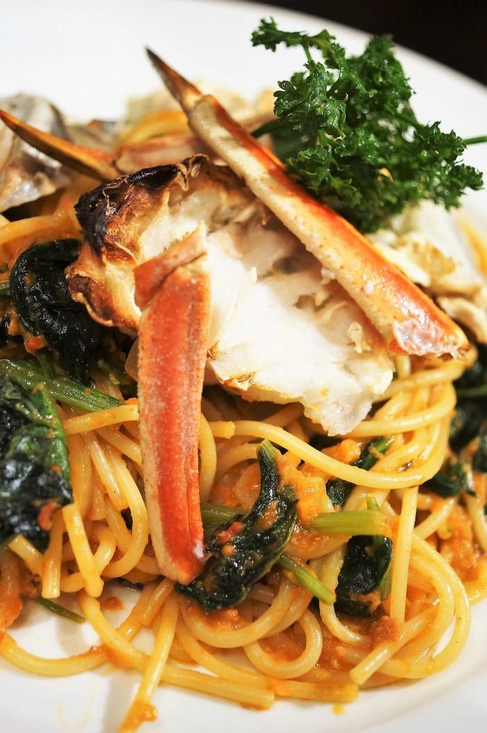 ■昼パスタ【蟹トマトクリームパスタ】市販のソースに焼き蟹乗せました♪_b0033423_14301926.jpg