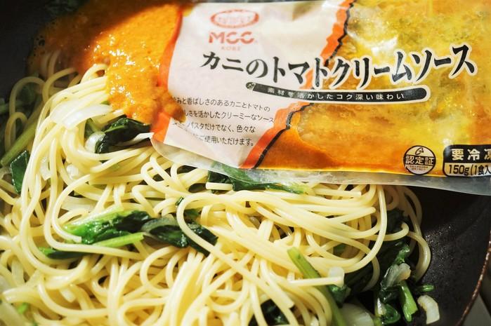 ■昼パスタ【蟹トマトクリームパスタ】市販のソースに焼き蟹乗せました♪_b0033423_17351316.jpg