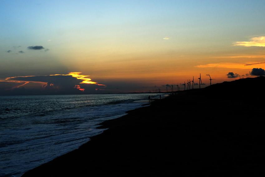 夕暮れと釣り人と_e0243382_06421221.jpg