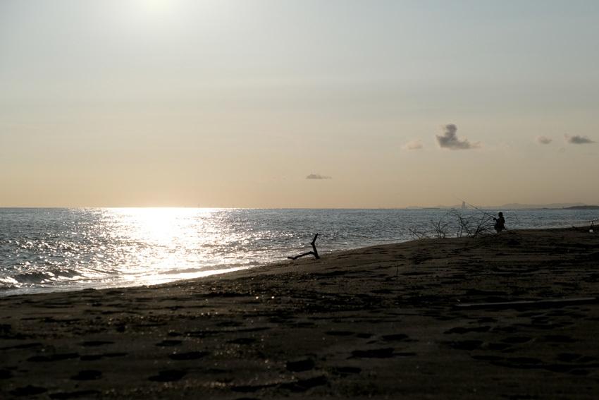 夕暮れと釣り人と_e0243382_06423293.jpg