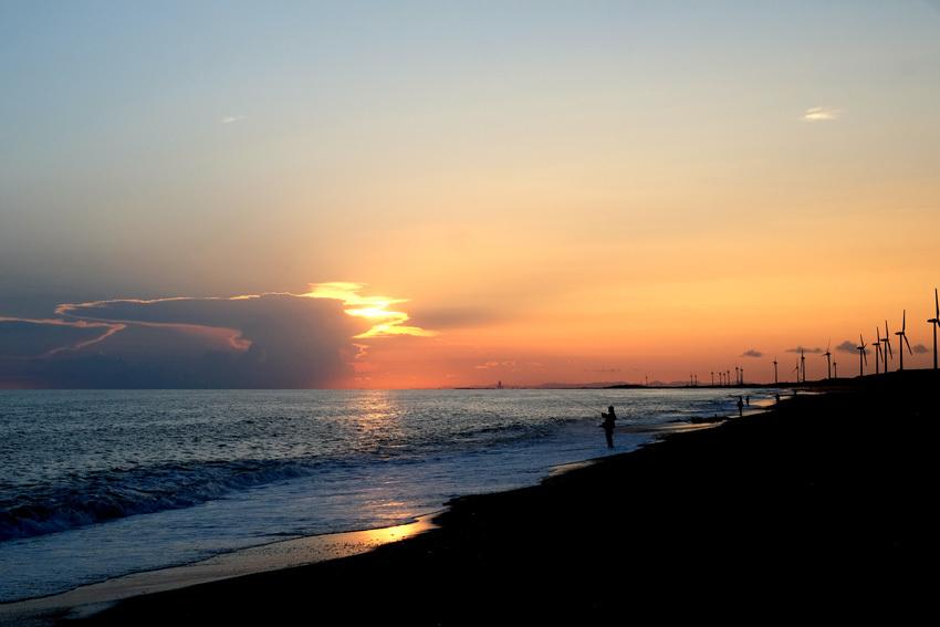 夕暮れと釣り人と_e0243382_06443682.jpg