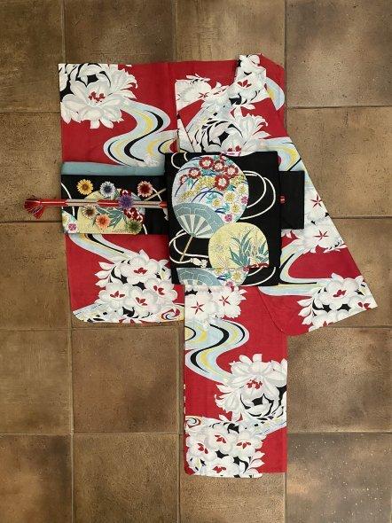 百合と流水柄の華やかな絽の着物に団扇柄の帯の着物コーディネート_e0333647_16123315.jpg