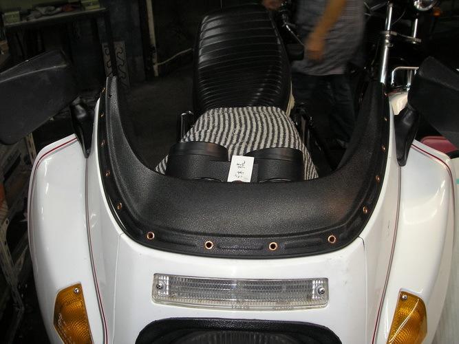 BMW R100RS     フロントスクリーンのリベットの打ち替え_e0218639_16244191.jpg