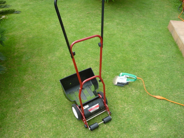 芝貼り工事も太田ガーデンフローにお任せ♬ 今日は芝刈り!!_e0361918_16330003.jpg
