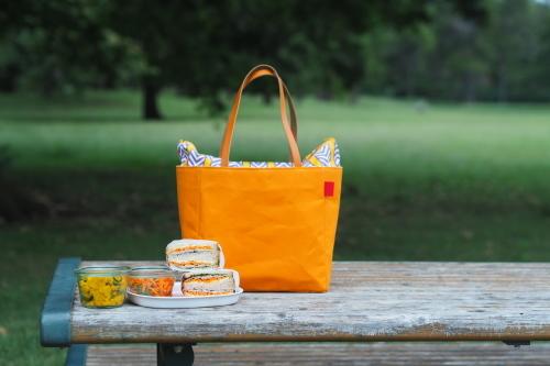 キャンバス生地の「picnic tote」_e0243765_13461075.jpg