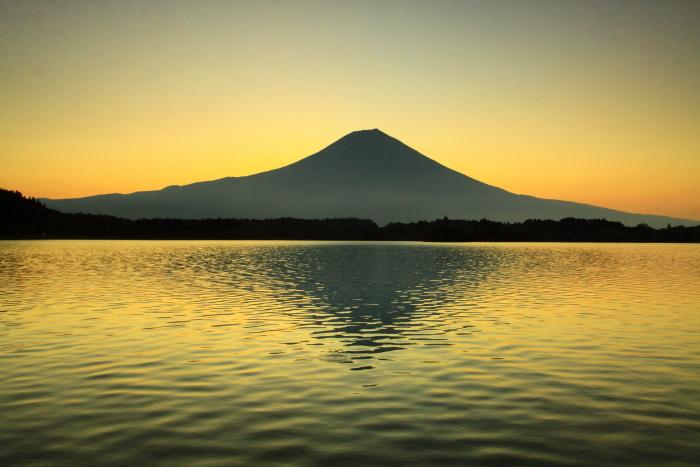 令和2年8月の富士(15) 田貫湖の日の出の富士 _e0344396_22025945.jpg