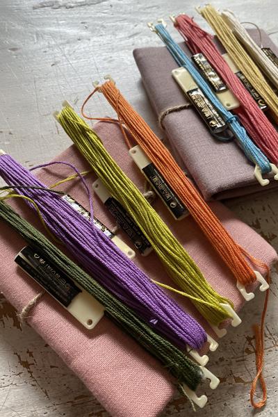刺繍糸の色選びをしています_e0333647_17050077.jpg