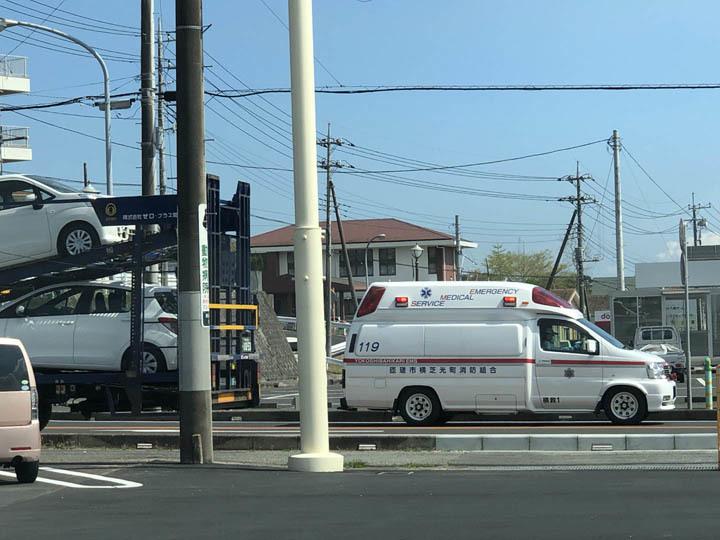 救急車_b0021570_15115221.jpg