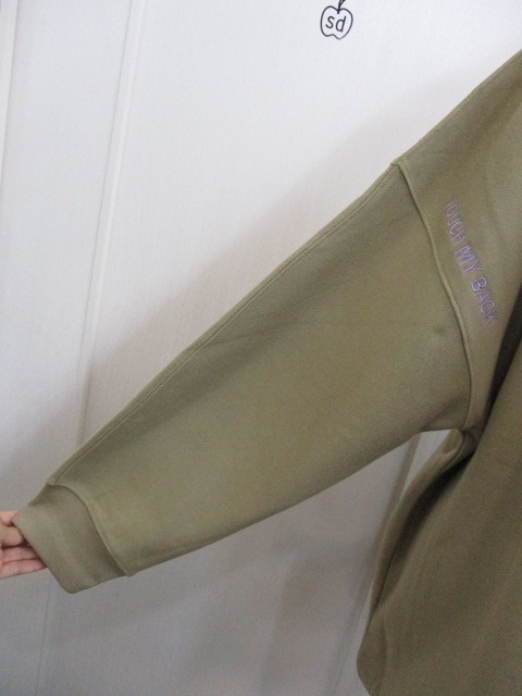 MARIED\'OR マリードール MARIED\'OR / 裏毛ヨコ使い刺繍入りロングハイネックプルオーバー_e0076692_18241266.jpg