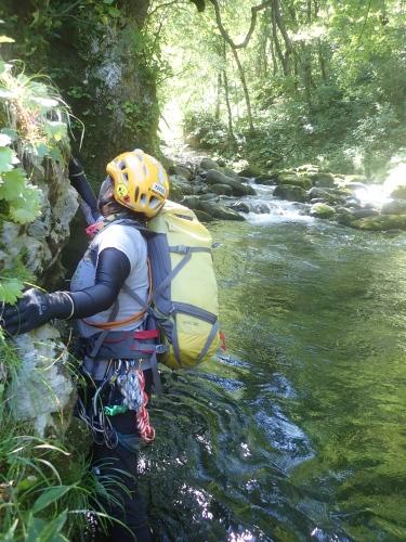 夏の終わりに余別川で沢登り_d0198793_08502290.jpg