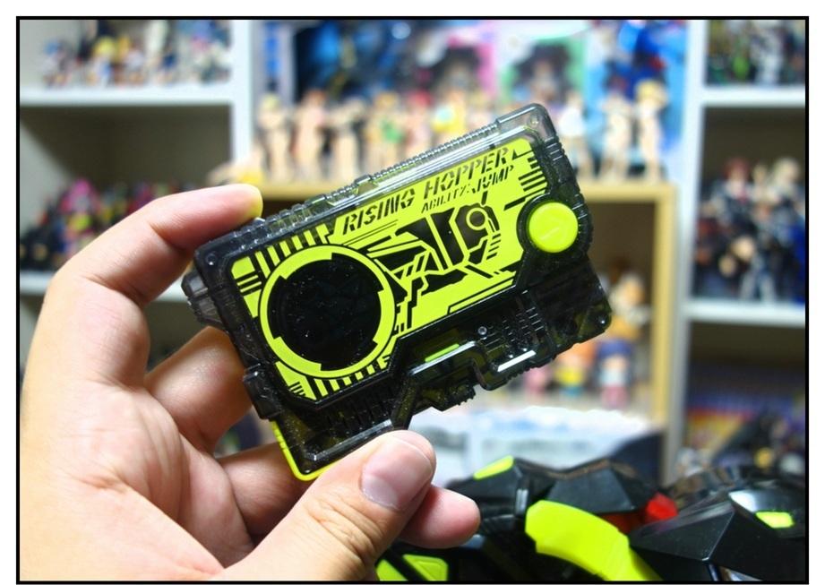 【ただの雑記】仮面ライダーセイバー玩具、本日本格展開開始!!_f0205396_13373389.jpg