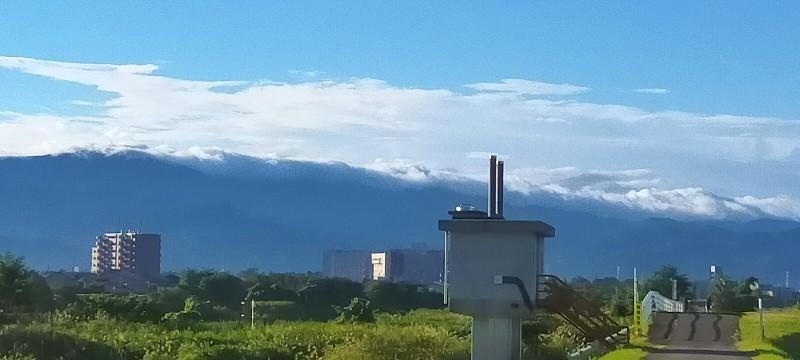 20200906 【自然】山を越えようとする雲_b0013099_11054192.jpg