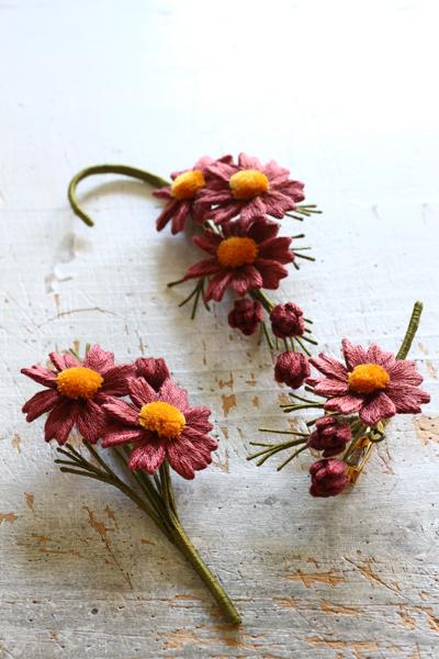 オフフープ®立体刺繍~チョコレートコスモス・立体刺繍で作る12カ月の花のアクセサリー」掲載作品~_e0333647_16241938.jpg