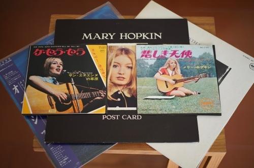 本屋さんでMary Hopkin、自室で plugged!_f0057849_21534262.jpg