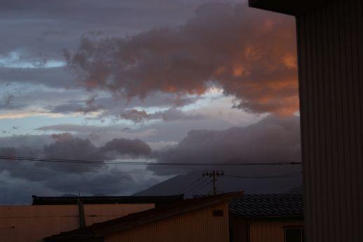 20200907 【今日の天気】南の空は雲、雲、雲_b0013099_19182795.jpg