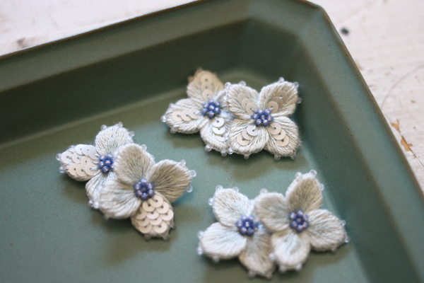 秋色紫陽花の立体刺繍パーツを制作しています_e0333647_15560320.jpg
