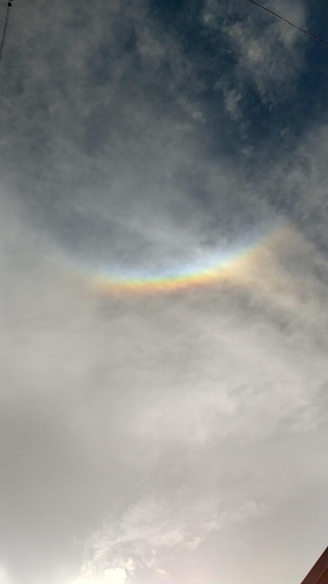 逆さ虹、と言うのかな_e0186586_01100800.jpg