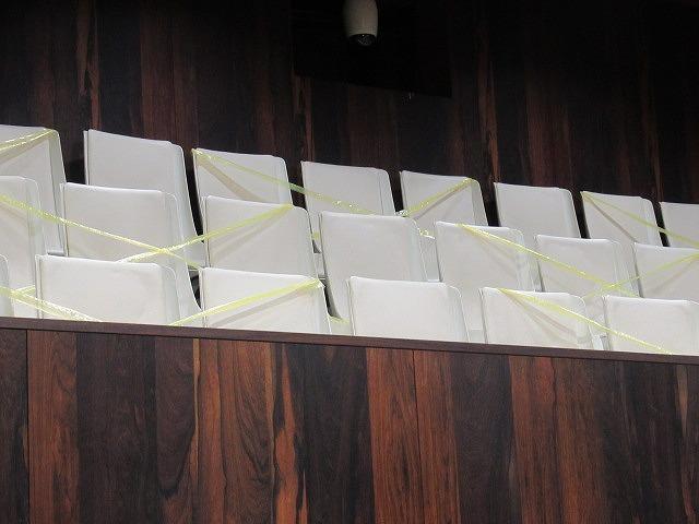 富士市議会9月定例会が開会 演壇には新コロ対策のアクリルパーテーションを設置_f0141310_07193708.jpg