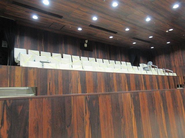 富士市議会9月定例会が開会 演壇には新コロ対策のアクリルパーテーションを設置_f0141310_07194410.jpg