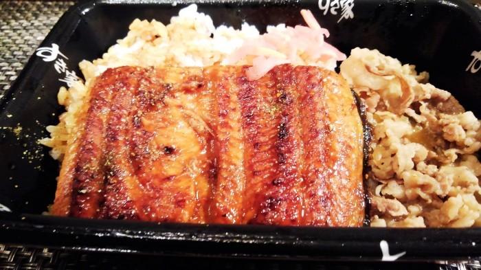 ■外食【ドライブスルーで すき家の鰻牛丼/香林さんのオリジナル中華丼】_b0033423_23092368.jpg